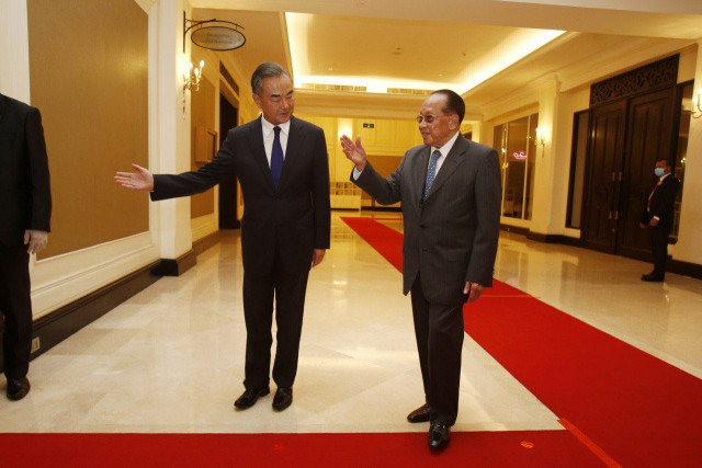 Chinese state councilor meets Cambodian deputy PM on further developing bilateral ties