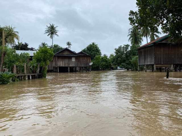 12 Dead, Thousands Evacuated as Flooding Hits 17 Provinces