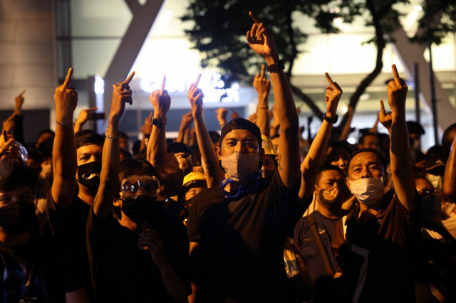 Thai leader orders police crackdown on democracy protests