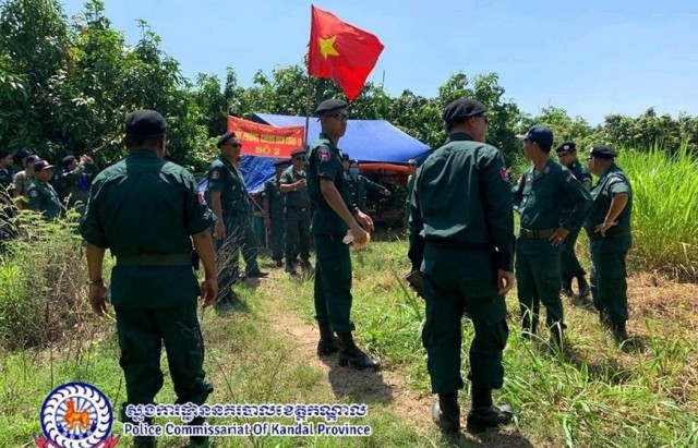 Vietnam Removes Wooden Buildings in Disputed Area along the Border in Kandal Province