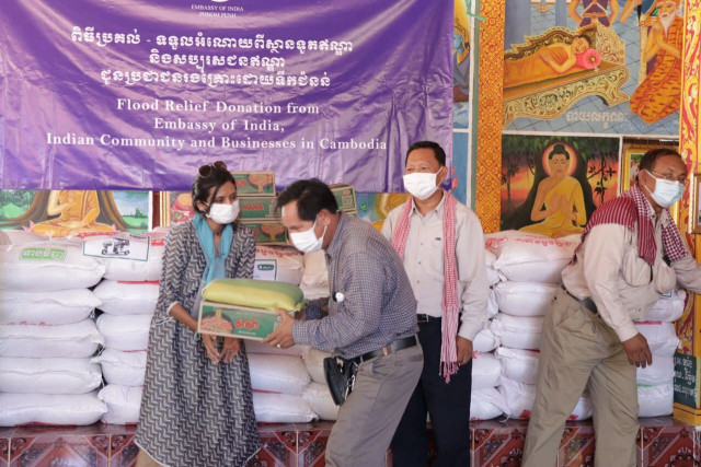 India Makes Flood Relief Donations in Two of Cambodia's Most Affected Provinces