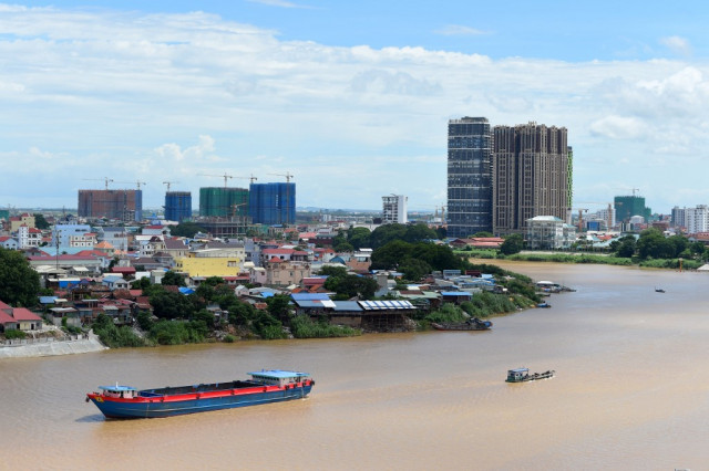 Analysts Warn Bribery on the Rise in Cambodia during the Pandemic