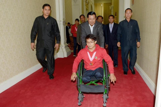 Hun Sen Calls on the Public and Private Sectors to Hire People with Disabilities