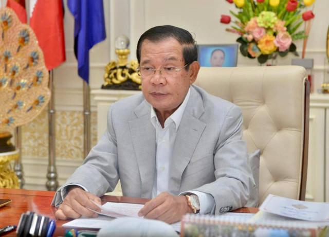 Hun Sen Exhorts People to Be Vigilant at Christmas