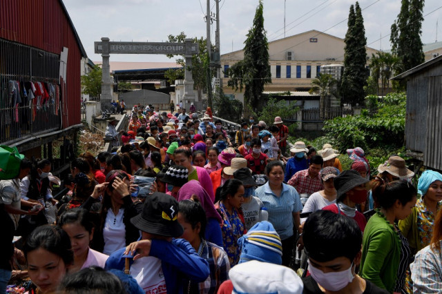 Cambodia Extends Garment and Tourism Workers' Monthly Support for Three Months