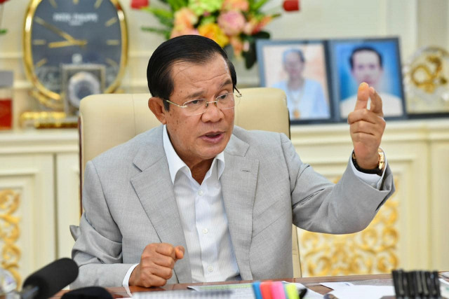Prime Minister Hun Sen Tells the Press that Journalists' Misconduct Will Not Be Tolerated