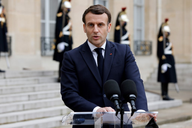 Macron warns of risks of Chinese vaccines