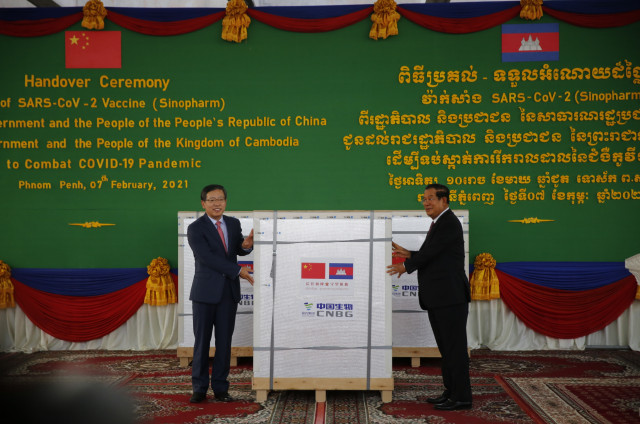 The First Shipment of COVID-19 Vaccines Donated by China Arrives in Cambodia