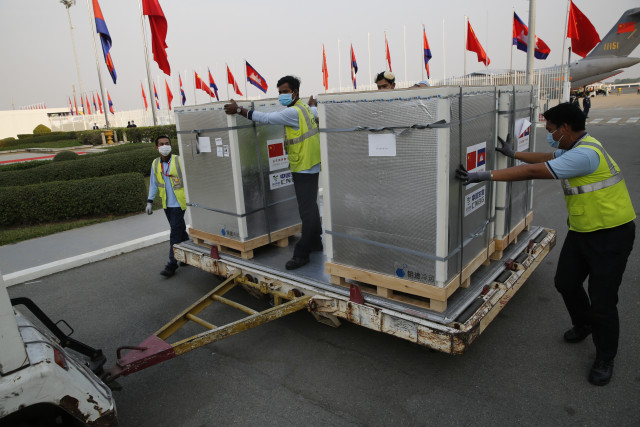 PM Hun Sen Orders His Children to Take Sinopharm COVID-19 Vaccine