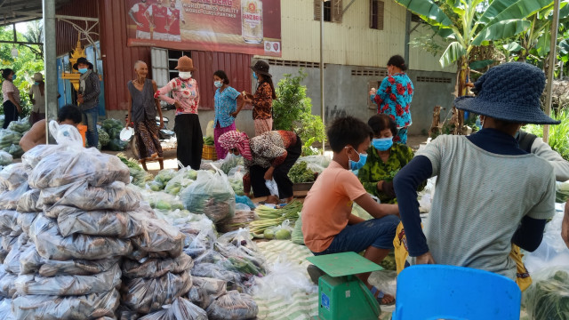 Farmers in Kandal Province Prepare Fruit and Vegetables to Help Phnom Penh's Needy