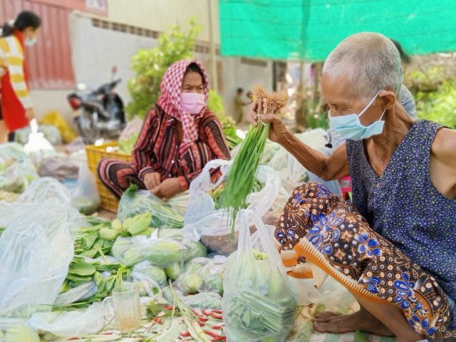Vegetable and Fruit Donations Shipped to Takhmao City and Phnom Penh