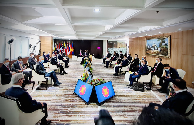 ASEAN leaders call for constructive dialogue over Myanmar situation