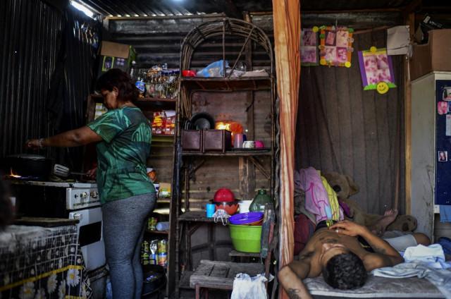 In Buenos Aires slums, Covid sends poverty soaring