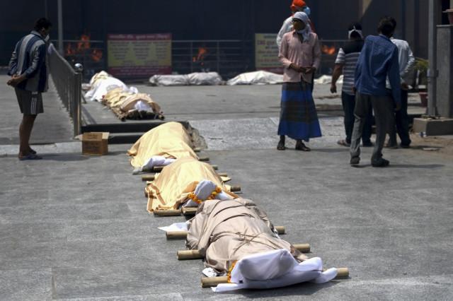 India Covid-19 deaths surge again, more global aid flown in