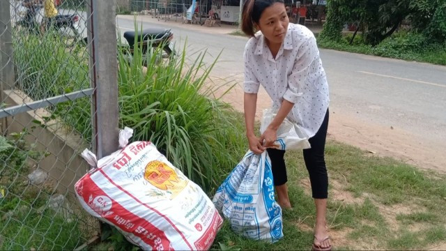 Provincial Residents Rush to Send Goods to Relatives in Capital