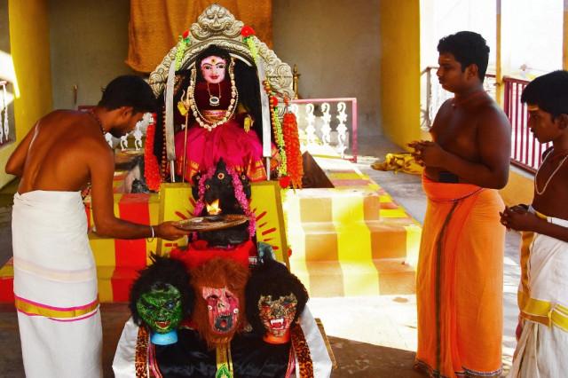 Indian priests pray for mercy from coronavirus 'Goddess'