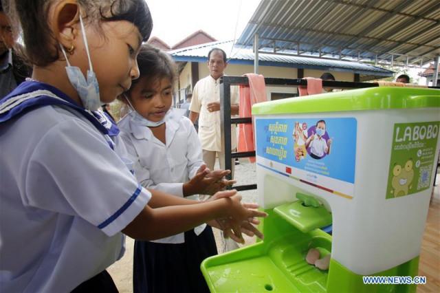 PM Hun Sen Pledges to Promote Children's Rights