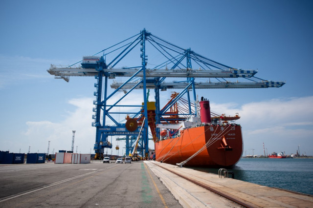 Chinese exports up 28%, imports hit decade-high