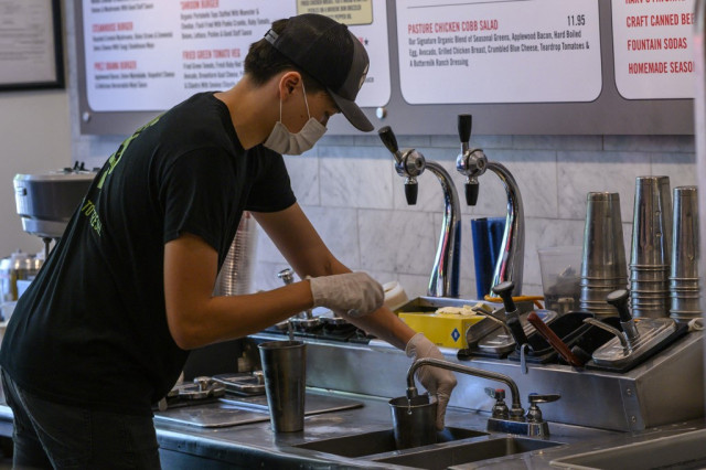 Pandemic pushes poor US students into working odd jobs