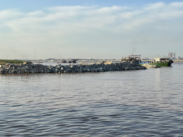 Company Filling in Mekong River Causes Concerns among Kandal's Communities