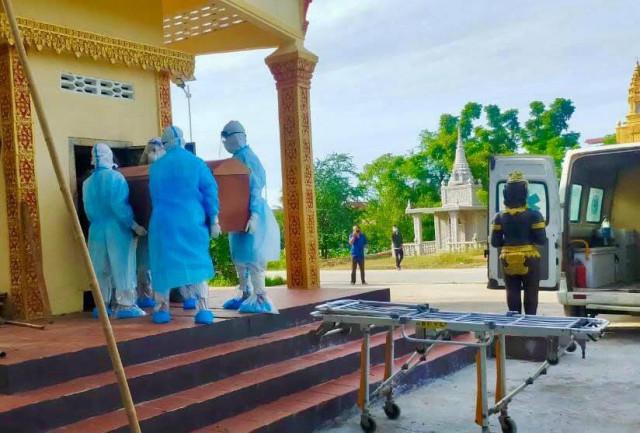 Cambodia's COVID-19 Deaths Surpass 900