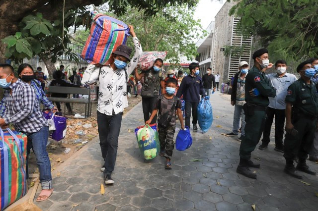 Cambodian Migrant Workers Stuck in Thailand with COVID-19 as Border Closes