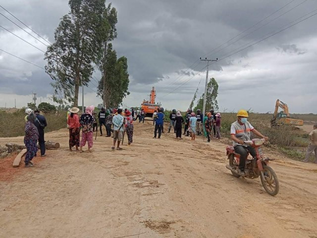 Kandal Farmers Call on PM Hun Sen to Intervene in Land Dispute with OCIC