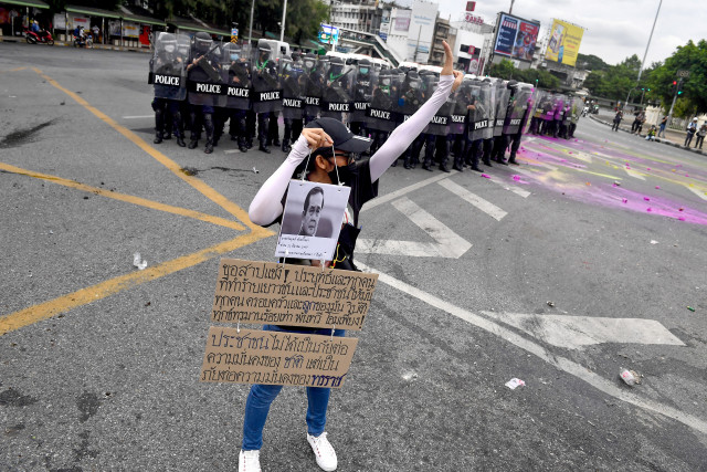 Thai police crack down on protest with rubber bullets