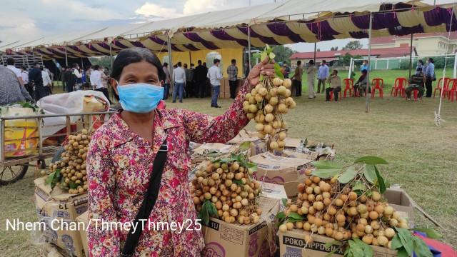 Hun Sen Directs Aid to Poor Longan Farmers