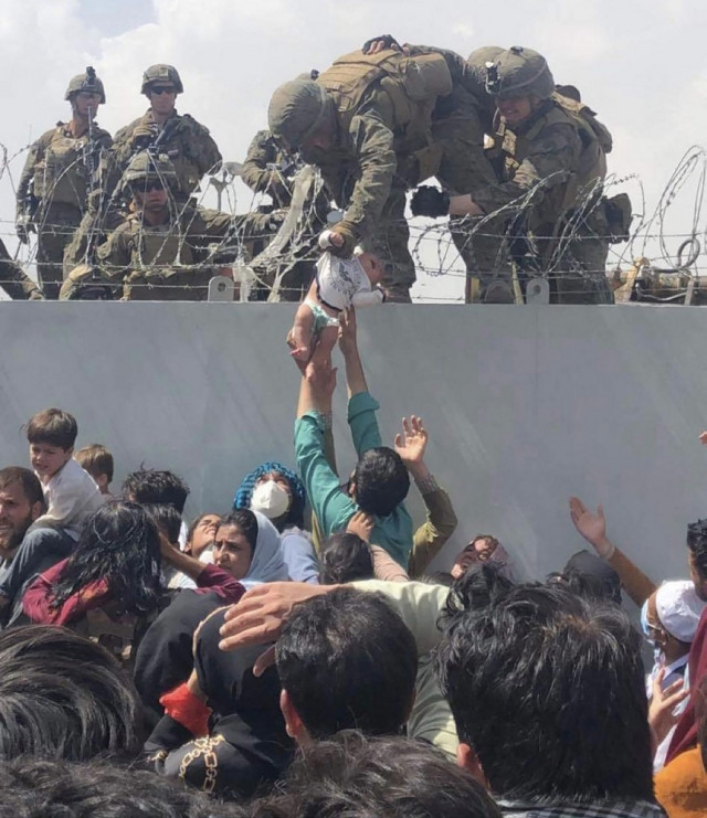US flies to rescue of Americans trying to escape Kabul