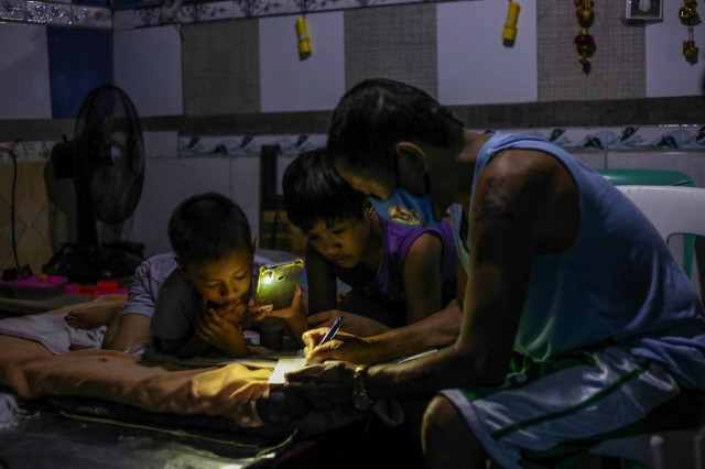 Philippines 'learning crisis' as kids face second year of remote schooling