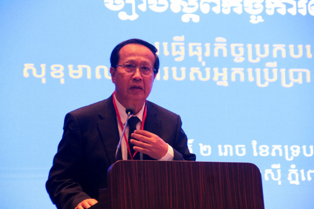 Commerce Minister Pan Sorasak Tells Business People to Respect Laws and Ethics