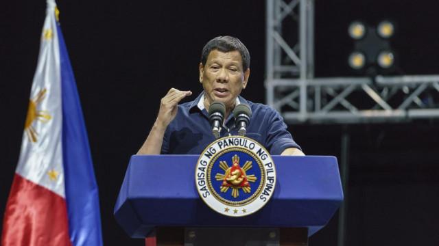 Philippines' Duterte to prepare defence against ICC probe