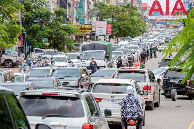 Tourists Flocked to Resorts for Pchum Ben Break
