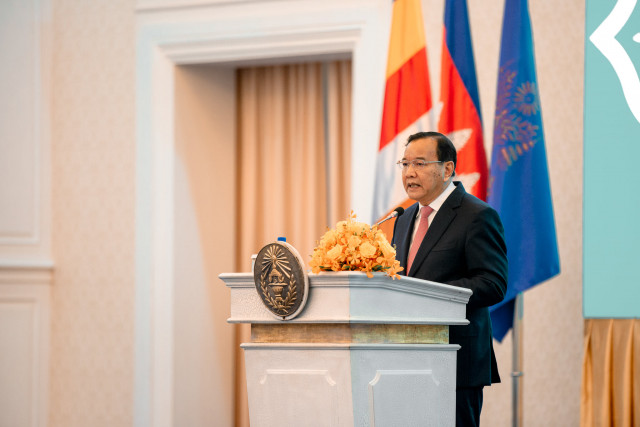 The Paris Peace Agreements Did Not Outline a Democracy that Suits Cambodia, FM Tells Ambassadors