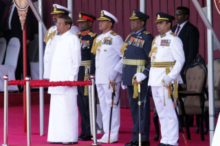 Sri Lankan president bans face-covering after Easter attacks
