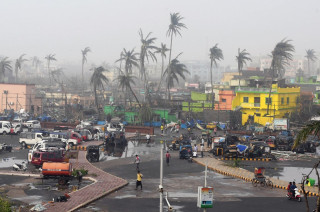 At least nine dead as cyclone barrels into Bangladesh