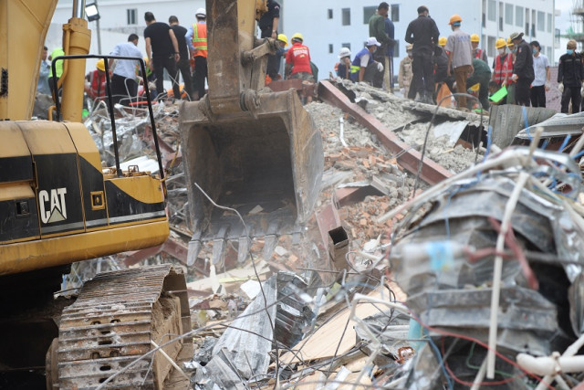Death toll from building collapse rises to 25