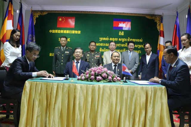 China donates mine-clearance equipment, vehicles to Cambodia