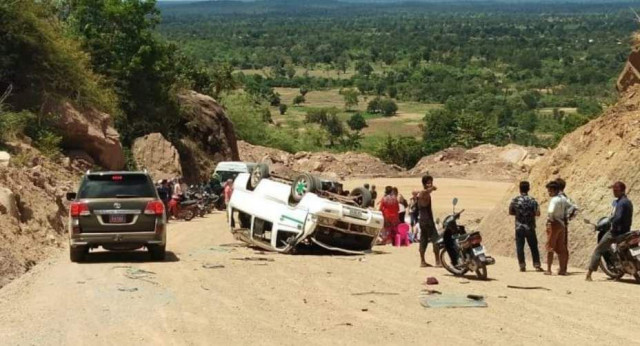 2 Chinese tourists die in van crash on Kulen Mountain in NW Cambodia