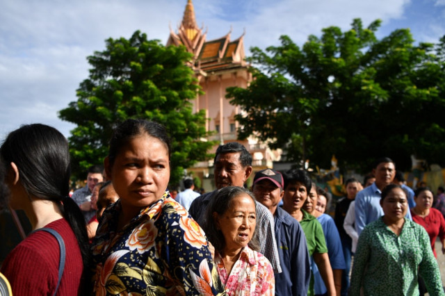 Cambodia's population rises to 15.28 million, up 14.1 pct in 11 years: new census