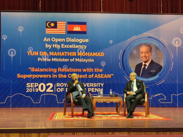 Mahathir see US-China trade war as 'waste of time'