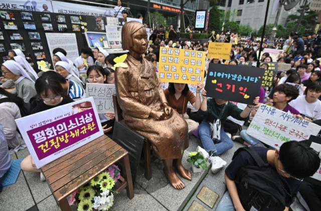 Japan reopens exhibit closed over Korean 'comfort woman' statue