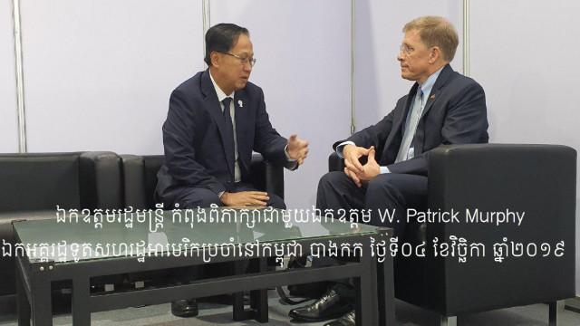 Cambodia's Commerce Minister Pan Sorasak and US Ambassador Patrick Murphy Discuss Trade
