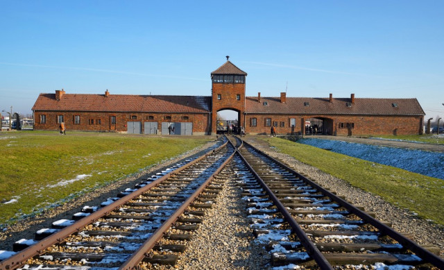 Merkel to visit Auschwitz for first time