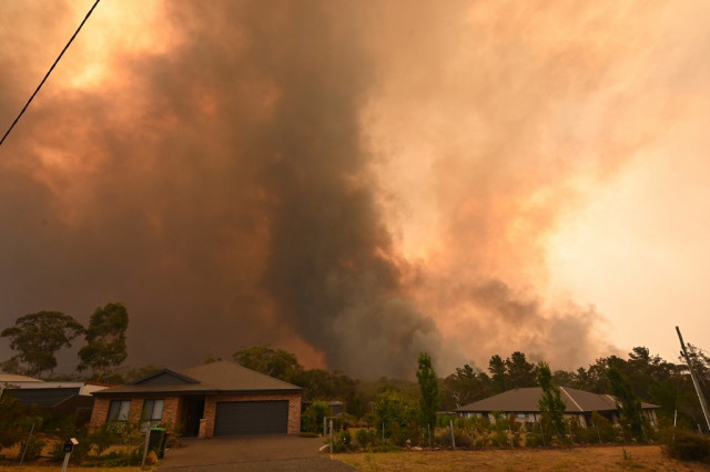 'Catastrophic' conditions as bushfires rage in Australia