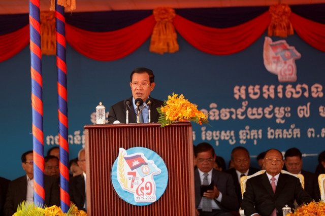 Hun Sen Tells Foreign Powers to Respect the Country's Policies