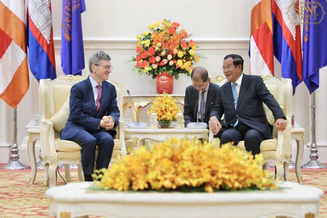 UN Economic Advisor Jeffrey Sachs Commends Cambodia's Development Pace