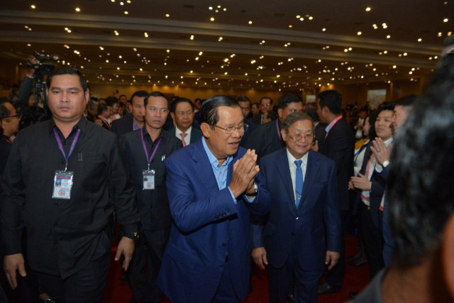 Hun Sen Asks Journalists to Fight Fake News