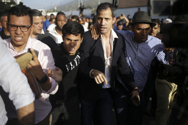 Venezuela opposition leader Guaido returns home, fighting erupts